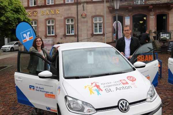 VR-Bank Bad Kissingen spendet neues Auto