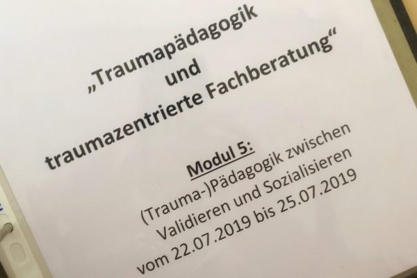 """Interne Weiterbildung """"Traumapädagogik und traumazentrierte Fachberatung"""" – Modul 5"""